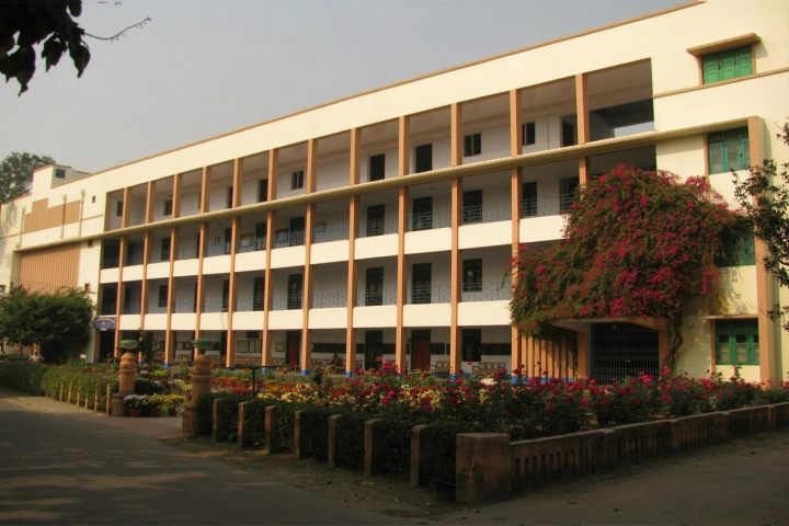 https://cache.careers360.mobi/media/colleges/social-media/media-gallery/14030/2018/9/14/College View of Ramkrishna Mission Residential College Kolkata_Campus-view.jpg